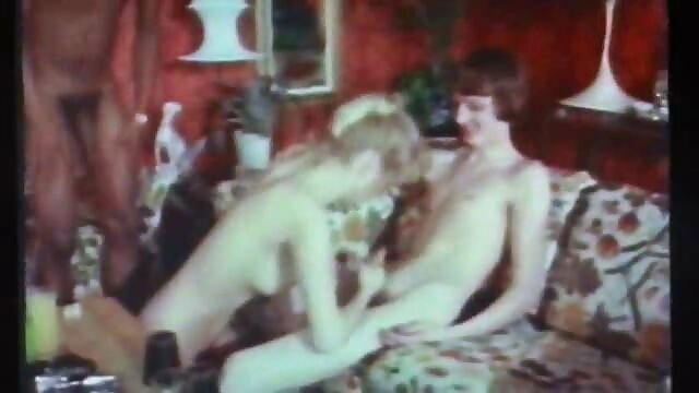 Otwarty darmowe filmy porno żona tatuaż przed weebcam