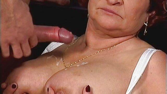 Podczas masażu porno do pobrania na telefon za darmo dwie blondynki organizują orgię
