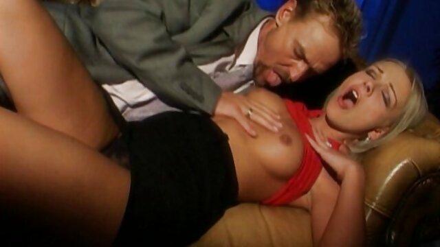 Widok w sex film porno za darmo poniedziałek, trójwymiarowy z zamaskowaną dziewczyną, dwa ogony