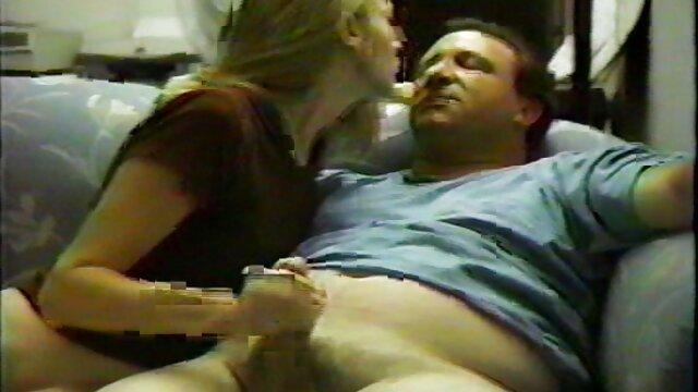 Mama długie filmy porno za darmo bawi się ustami męża
