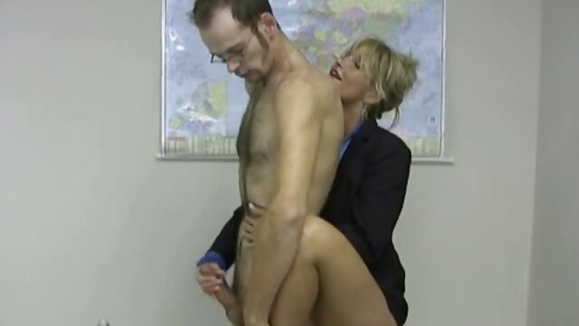 Sandra smaruje nogi krzesła animowane filmy porno za darmo