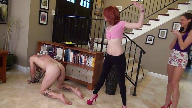 Spójrzmy na darmowe sex filmy dziewice dziewczynę pod spódnicą uliczną