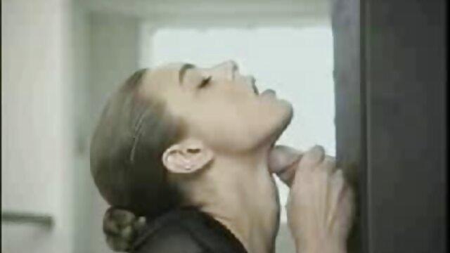 Piękna matka próbuje darmowe filmy erotyczne z fabułą zrobić dla chłopca