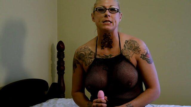Próbuje dopasować darmowe długie filmy porno się do jej wizerunku.