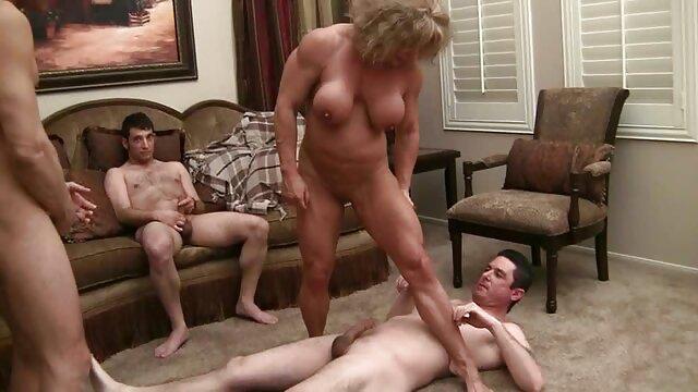 Blondynka darmowe film porno z nożyczkami