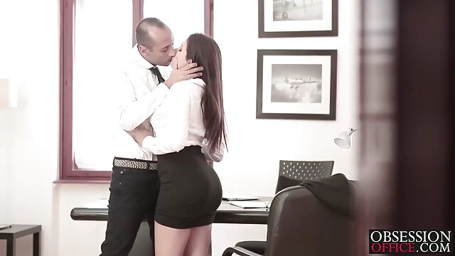 Bije dziewczynę, która zrobiła filmy porno z lektorem starsze panie darmowe całe mu dobry masaż