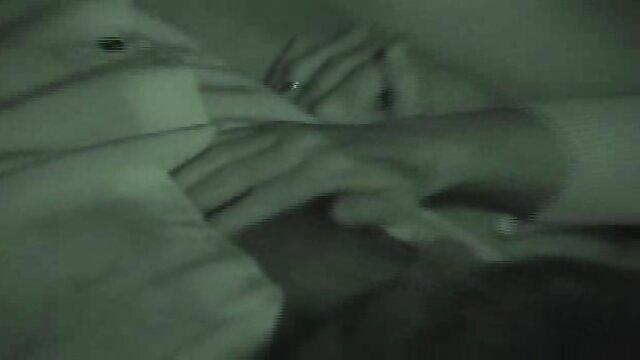 Para darmo film sex weszła do łazienki i nacisnęła go aresztowanym.